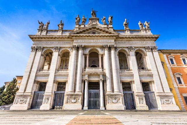Rome-Italy-The-facade-of-St--John-Lateran-basilica-Basilica-di-San-Giovanni-in-Laterano