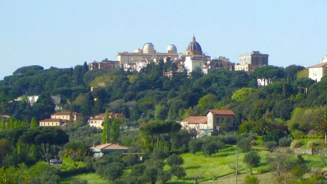 Castel_Gandolfo_-_panorama_da_Albano_laziale