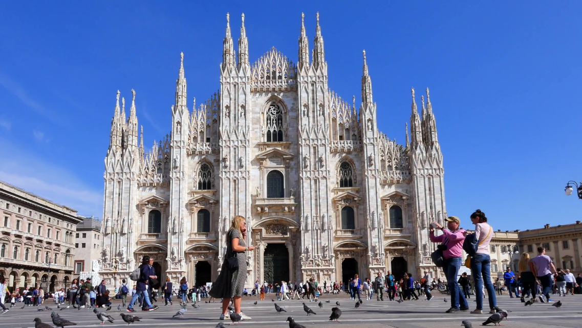 videoblocks-piazza-del-duomo-milan-milano-lombardy-italy-europe_hru2dqyng_thumbnail-full01
