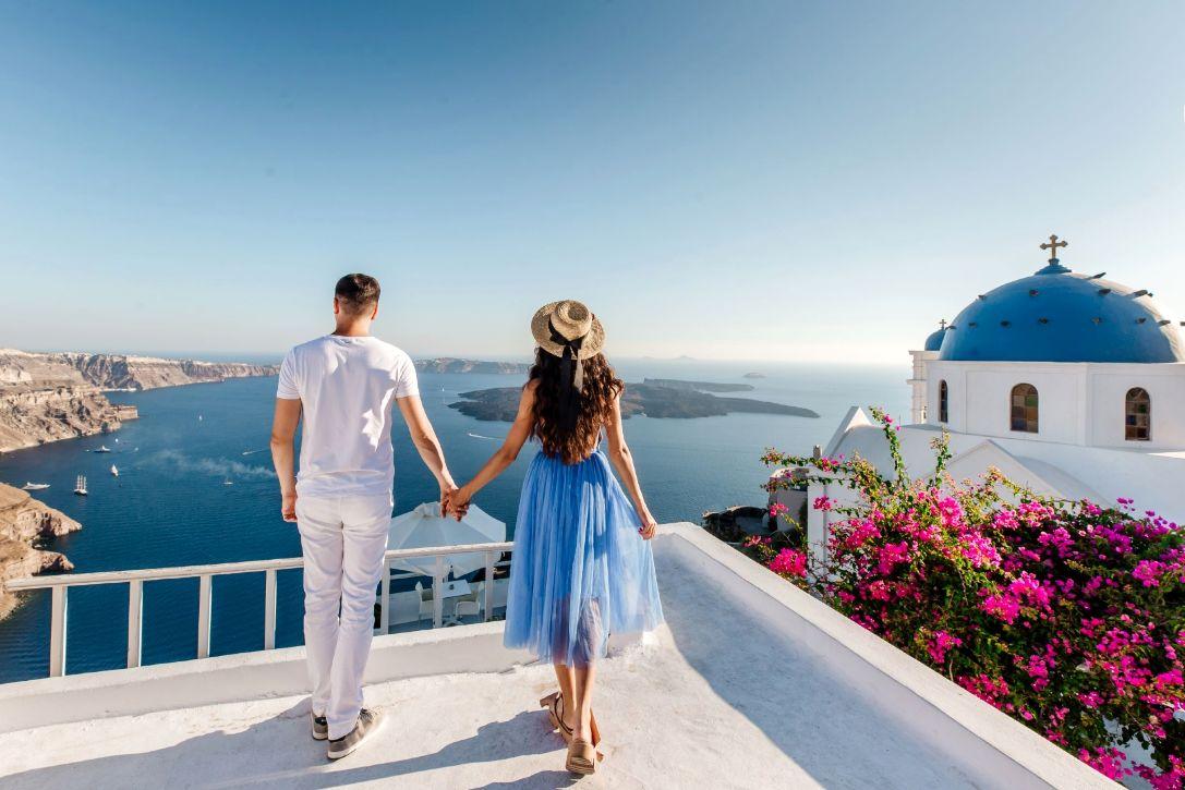 Couple_in_Santorini_Shutterstock